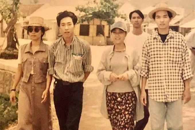 Từ phải qua: Việt Quang, Đoan Trang khi tham gia Tiếng hát sinh viên, học sinh toàn quốc tại Hà Nội năm 1995. Ảnh: Nhân vật cung cấp.