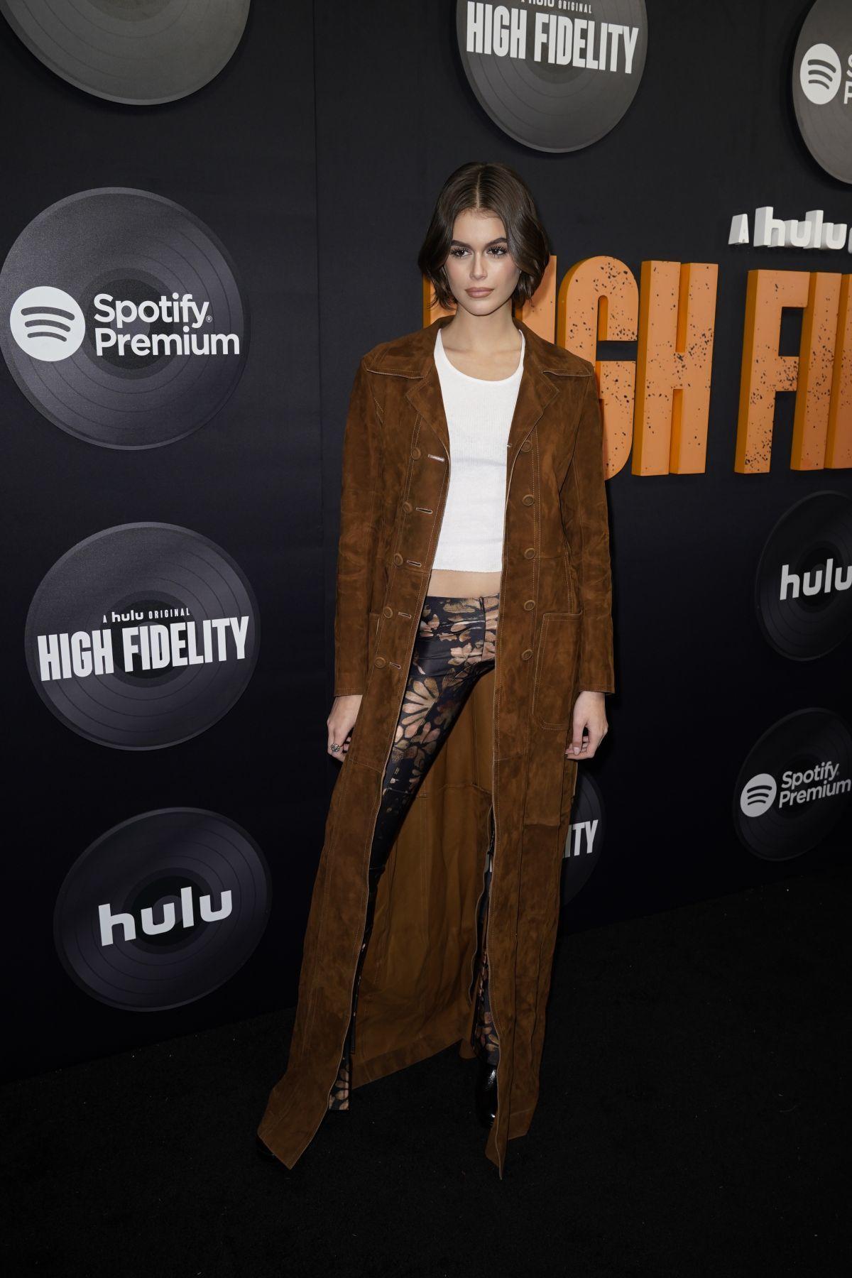 Bí quyết phối áo khoác đẹp như con gái siêu mẫu Cindy Crawford-15