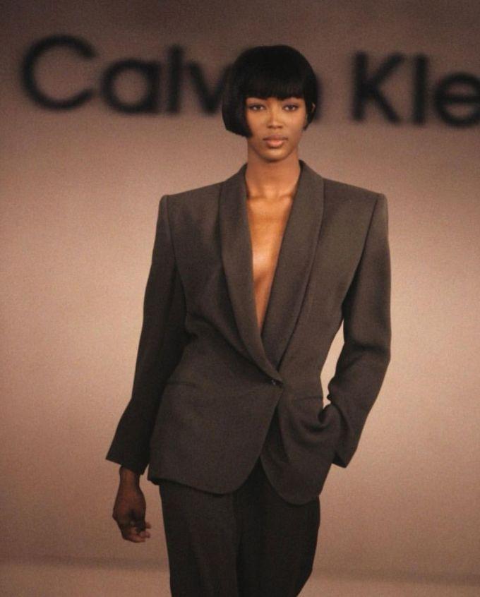 Naomi Campbell catwalk cho Calvin Klein ở thập niên 1990. Ảnh: Instagram Naomi Campbell