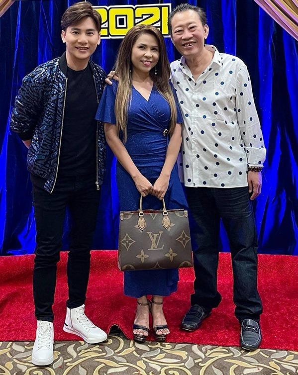 Từ trái sang: ca sĩ Ngọc Châu, vợ chồng ca sĩ Cam Thơ - nhạc sĩ Lê Quang. Ảnh: Ngọc Châu
