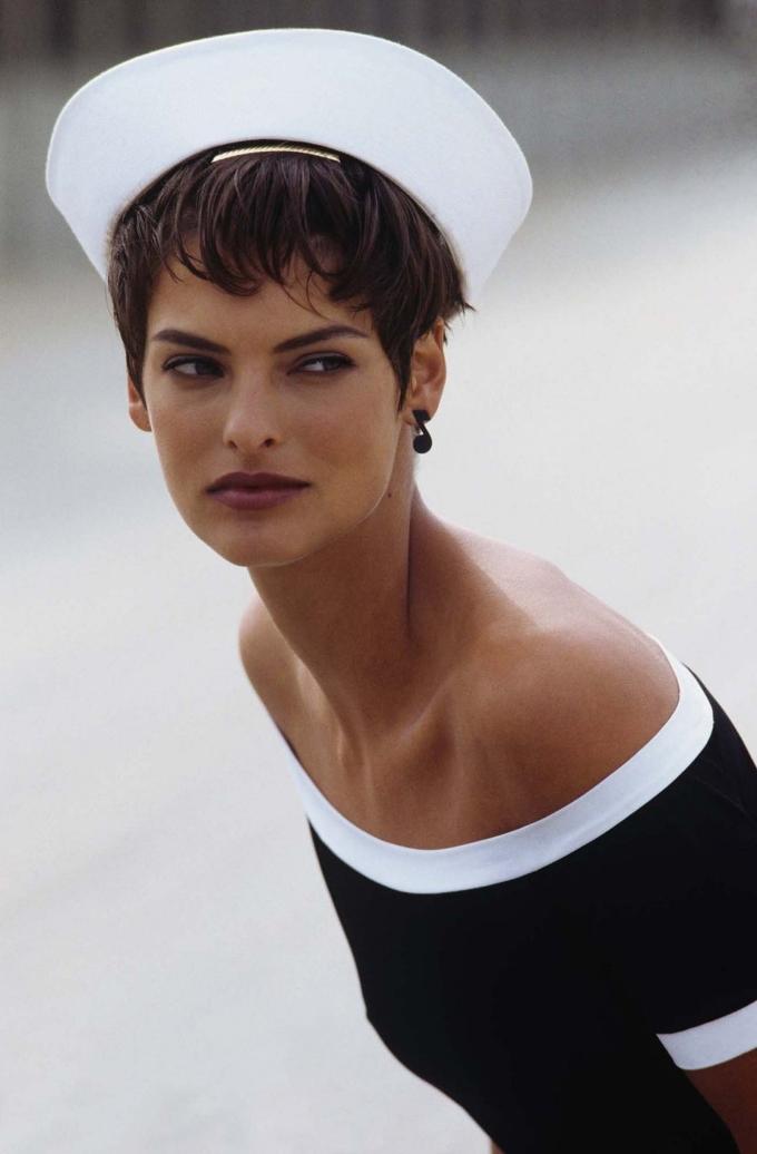 Linda Evangelista khoe vẻ đẹp tuổi 24 dưới ống kính của nhiếp ảnh gia Peter Lindbergh cho Vogue số tháng 1/1989. Ảnh: Vogue