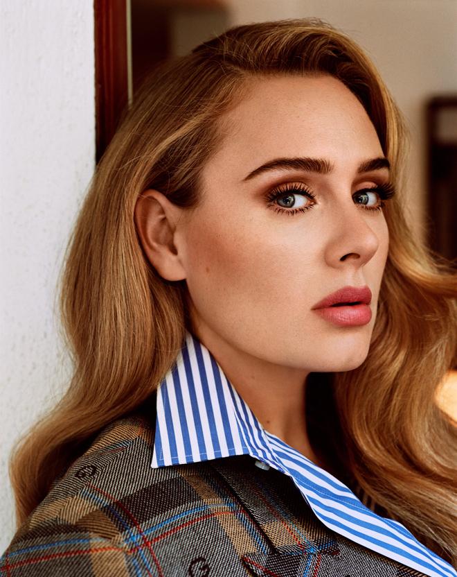 Adele ở tuổi 33. Ca sĩ tung video giới thiệu MV mới, đánh dấu sự trở lại làng nhạc sau sáu năm vắng bóng, tối 5/10. Ảnh: Vogue Us