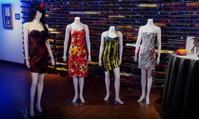 Một số món đồ của Amy Winehouse được đấu giá. Ảnh: Reuters