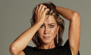 Jennifer Aniston không trốn chạy tuổi già
